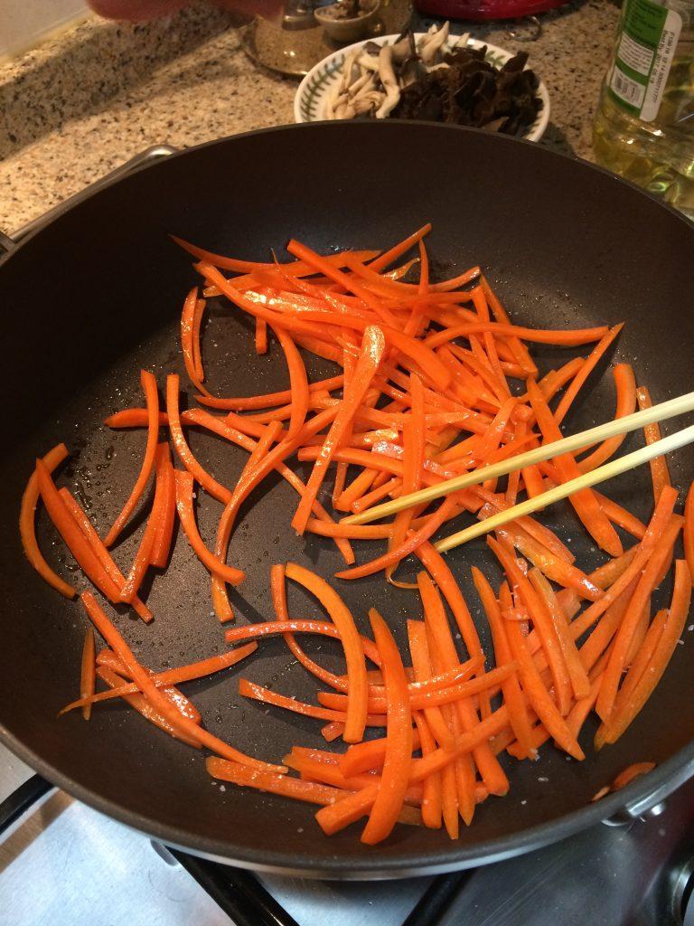Japchae - Fry carrot