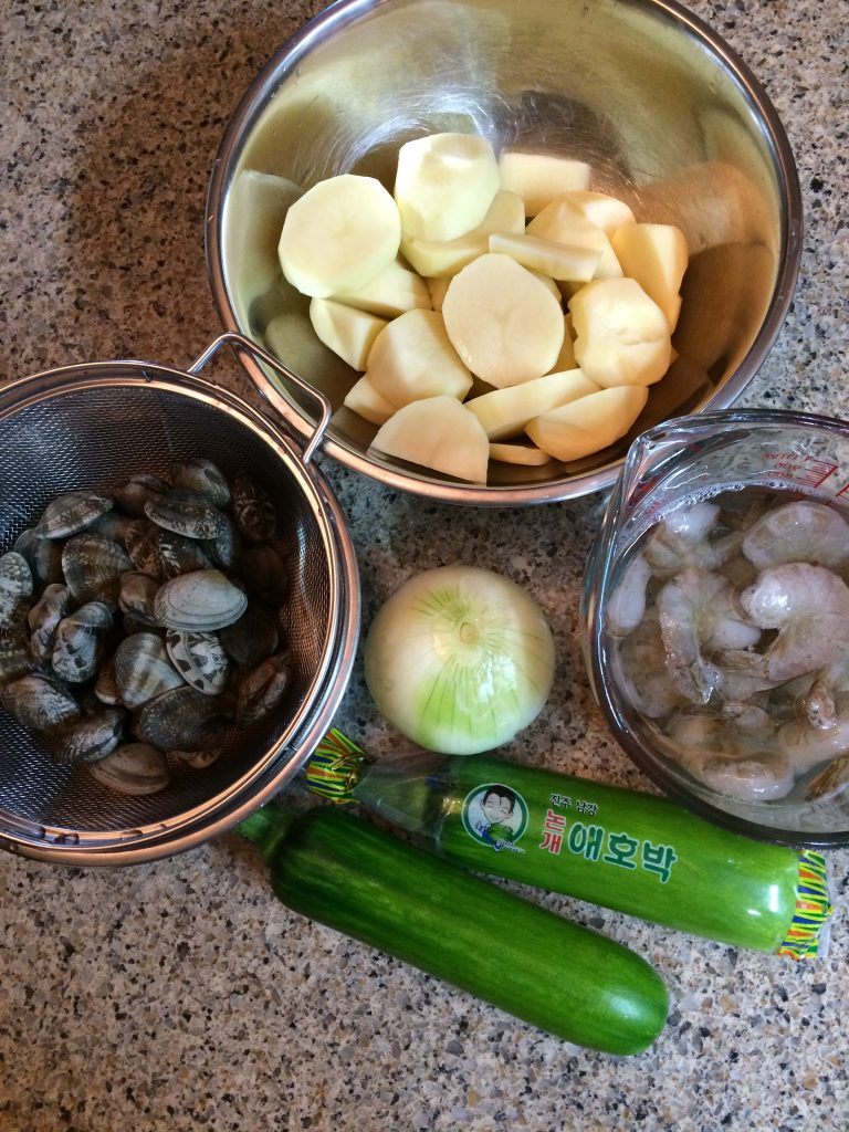 Seafood Sujebi - Ingredients