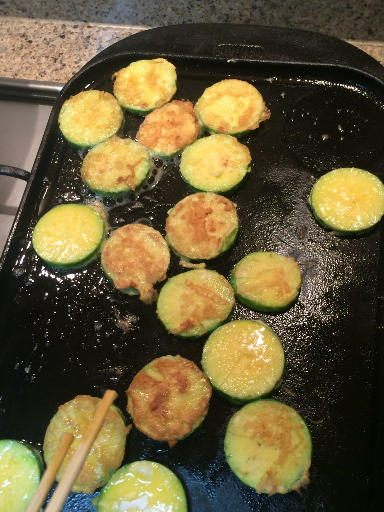 Zucchini Jun - Fry the zucchini browned